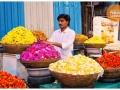flower-seller-ganeshostav-pune
