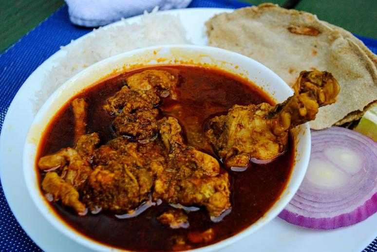 Chicken curry or kombdi rassa (कोंबडी रस्सा)